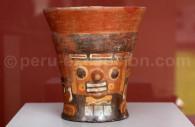 Kero en céramique tihuanaco, Museo MNAAHP, Lima
