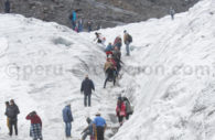 Pèlerins de Qoyllurit'i dans la neige