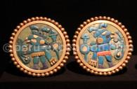 Boucles d'oreilles mochica en or et pierres, musée larco