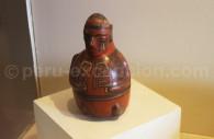 Idole en céramique peinte tihuanaco, Museo MNAAHP, Lima