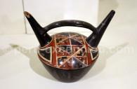 Vase à double bec, Musée archéologique Jenkins, Ica