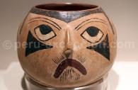 Terrine en forme de visage, céramique nasca, Musée d'Art Precolombien de Cuzco