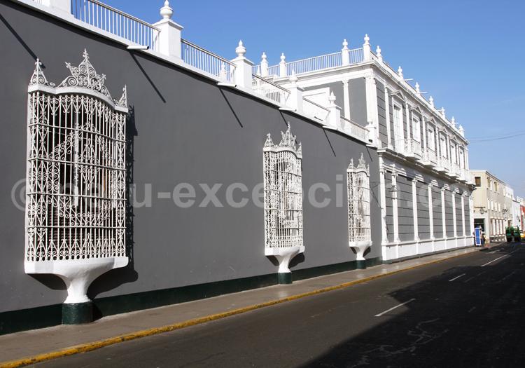 Fenêtre en fer forgé, style colonial, Trujillo