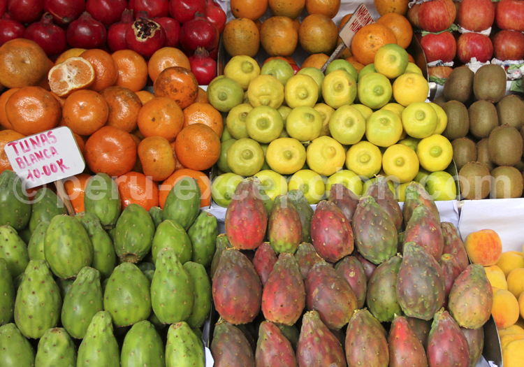 Etal de fruits, marché du Pérou