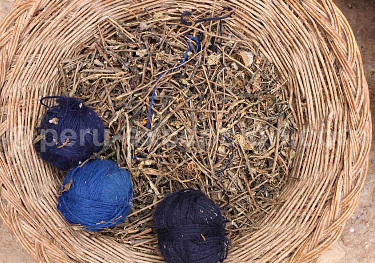 Pelotes de laine bleues