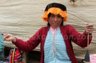 Tisseuse en plein ouvrage, voyage au Pérou