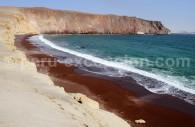 Playa roja, réserve de Paracas