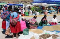 Etalages du marché d'Acora