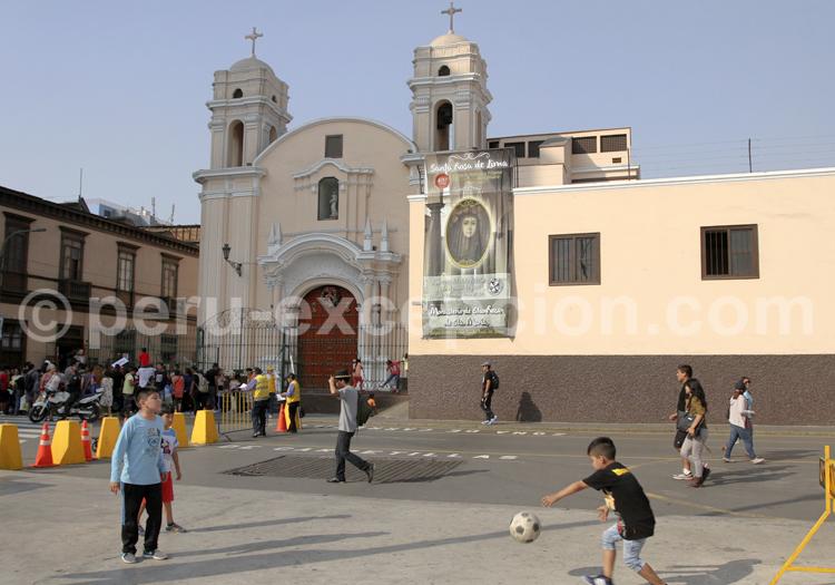Partie de football à Lima