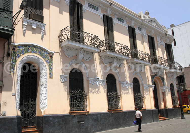 Balcon en fer forgé, architecture coloniale