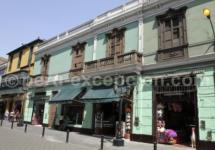 Boutiques colorées à Lima