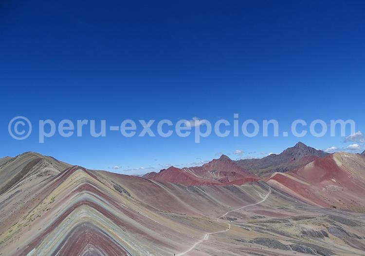 Chaîne de montagne sept couleurs avec Perú Excepción